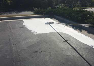 Asphalt coating sealer white green color to reflect solar heat